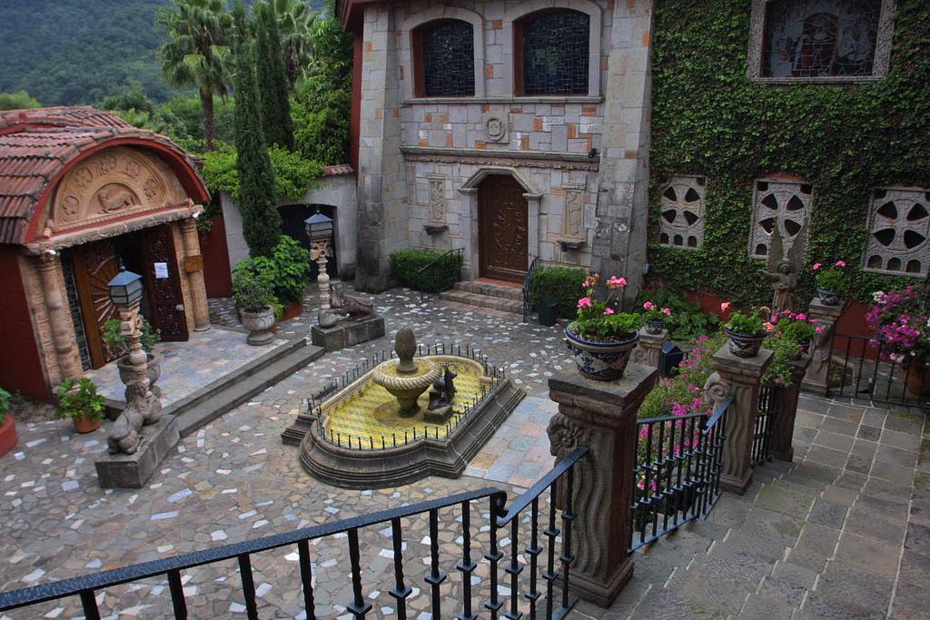 Dentro de Valle de Bravo existen diversos centros espirituales.