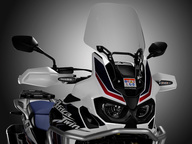 Infos Presse AFRICA TWIN 2015 62773_16YM_CRF1000L_Africa_Twin