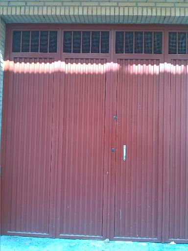 puerta de cochera de hierro buen