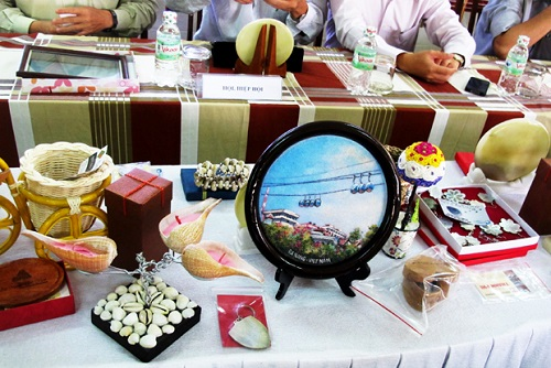 danang-beach-hotel-souvenir-gifts-for-tourists