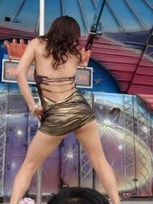 Foto seksi bugil penyanyi dangdut : Siang itu dihebohkan oleh musik yang menyedot perhatian