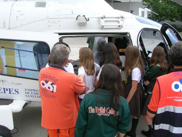 Los pequeños viendo el Helicoptero del 061