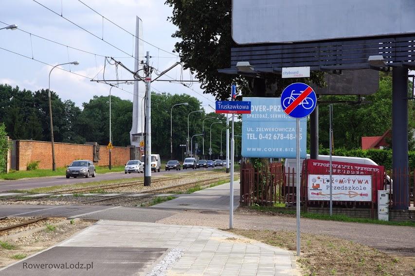 Widok od strony północnej na skrzyżowaniu z ul. Truskawkową.