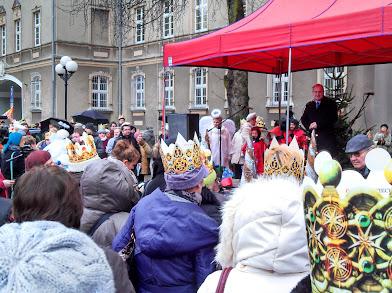 In Feiertagslaune: Piotr Krzystek (Stettiner Stadtpräsident) spricht Grußworte zum Volk (©ASC)