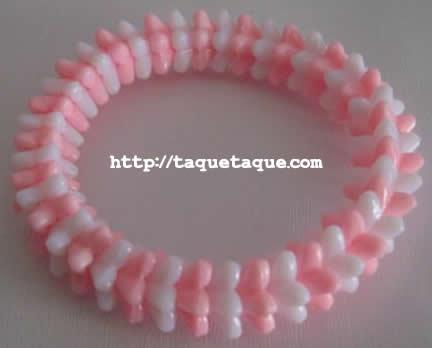 pulsera con abalorios rosas y blancos