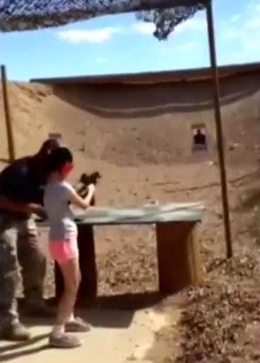 美國9歲女童練射擊,衝鋒槍失控誤殺教練引爭議