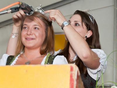 Aurelia Warther aus Hügelheim wird zur neuen Markgräfler Weinprinzessin gekrönt.