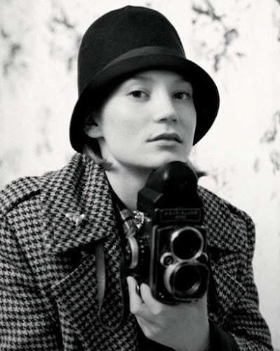 Mia Wasikowska, blanco y negro