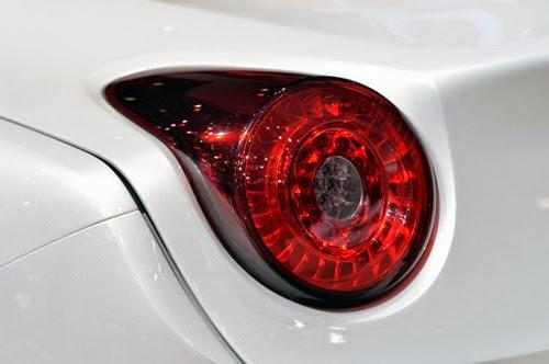 Ferrari California T: Siêu xe rẻ nhất trình làng - 10