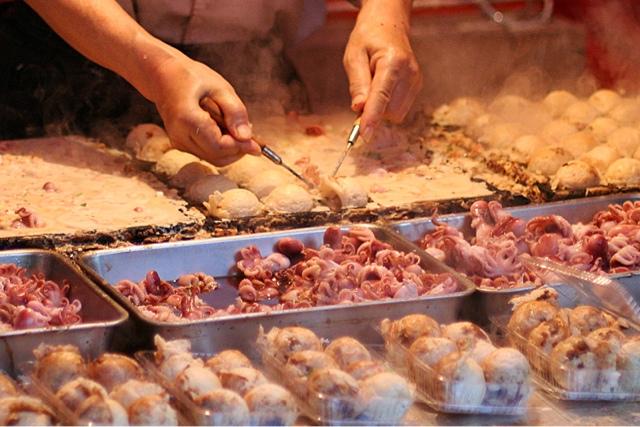 Bolinho de arroz, frigideira de takoyaki, comida de rua, alimentação na rua, alimentação saudável, bolinho japonês, tenkasu, shoyu, Akashiyaki,