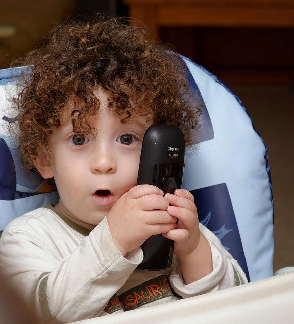 Тамир с телефоном