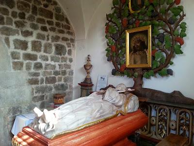 Zdjęcie przedstawia sarkofag ojca Bernarda z Wąbrzeźna