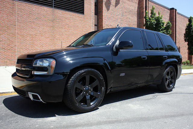 2006 chevrolet trailblazer ss awd blacked out bolt ons dvd the chicago garage. Black Bedroom Furniture Sets. Home Design Ideas