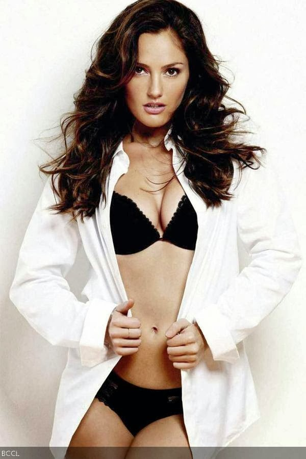 Minka Kelly: Minka Kelly is famous American actress with gorgeous body. She is also a top pin-up girl among boys.