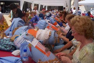 Encaje de bolillos realizado en Castellar del Vallés-España