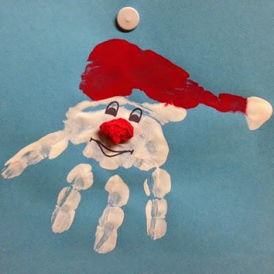 Selbstgebastelte Geschenke für Weihnachten - ein Handabdruck als Weihnachtsmann