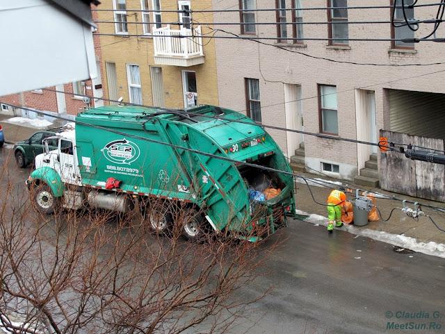 Masina de gunoi.