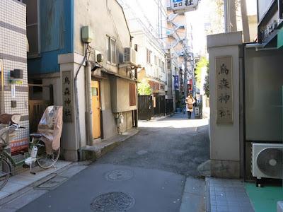 烏森神社の通りの入り口