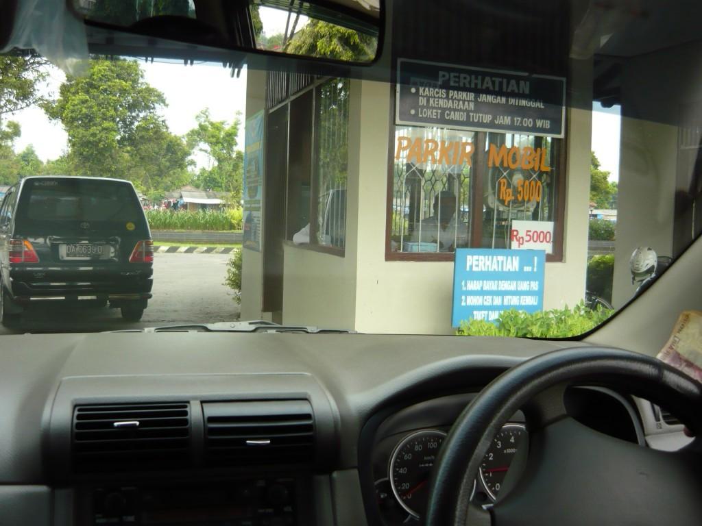 harga parkir mobil borobudur 5000