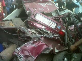La voiture d'un joueur du DCMP, Mbidi, accidenté jeudi 28 mars, après avoir été percuté par un camion des militaires. 3 de ses coéquipiers sont morts/ Ph Droits tiers