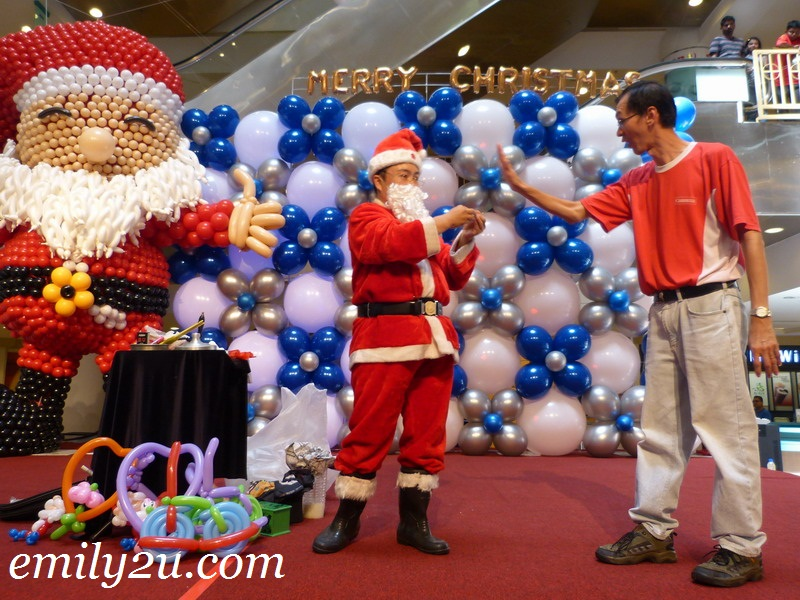 Santa Claus magic show
