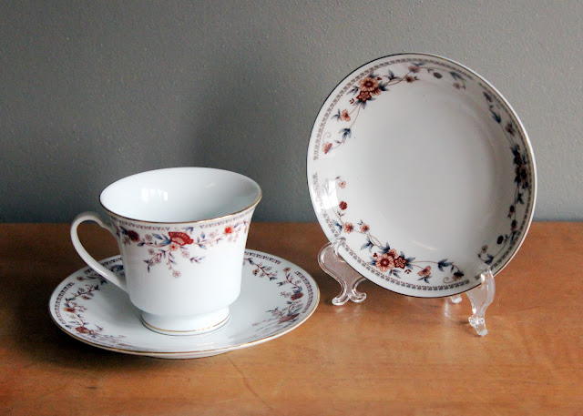 Red & Blue floral china available for rent from www.momentarilyyours.com.