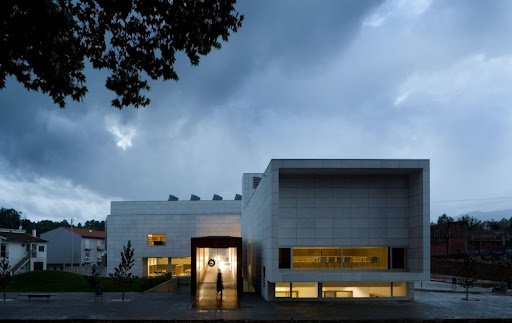 Dr Júlio Teixeira Municipal Library / Belém Lima Architects
