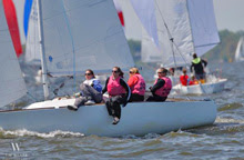 J/22 sailing upwind at Annapolis NOOD