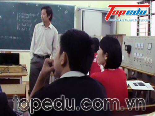 TopCorp ký hợp đồng đào tạo cho đội ngũ giáo viên trường ĐHCN Quảng Ninh