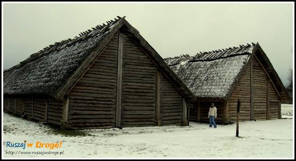biskupin - dwa rzędy chat