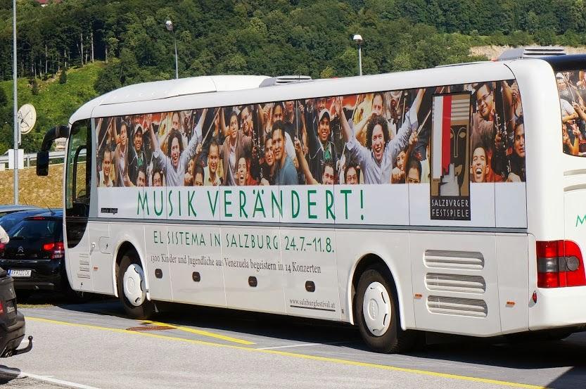 EL SISTEMA HIZO HISTORIA EN EL FESTIVAL DE SALZBURGO. El momento más retador del año para El Sistema de Orquestas y Coros Juveniles e Infantiles de Venezuela comenzó el 24 de julio con la participación en la 93º edición del Festival de Salzburgo (Austria), que otorgó una residencia a la creación del maestro José Antonio Abreu, representada -como nunca antes había ocurrido con país alguno- por ocho de las principales agrupaciones orquestales y corales venezolanas