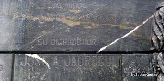 Inscripción en el monumento a Jauregui del escultor Juan Cristobal en Candelario Salamanca