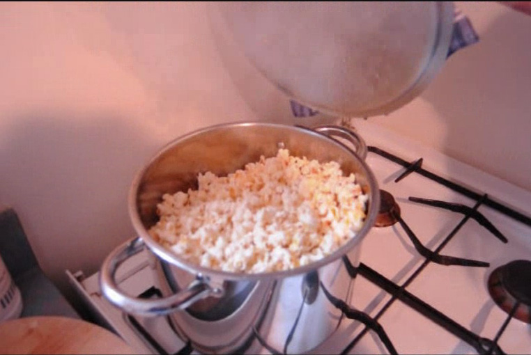 popcorn, how to pop pop corn, cooking, tutorial, Hot Girls Cooking, New Zealand, NZ, Cooking, Cooking for real, cooking tutorials, tutorials, 新西兰烹饪,配有照片的食谱教程