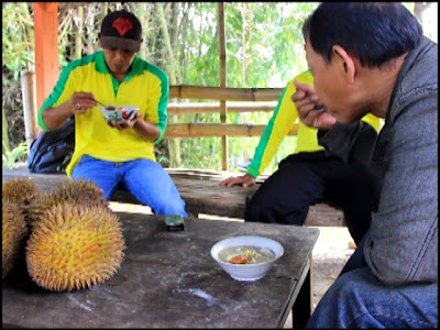 Nikmatnya Kolak Ketan Durian Wonosalam