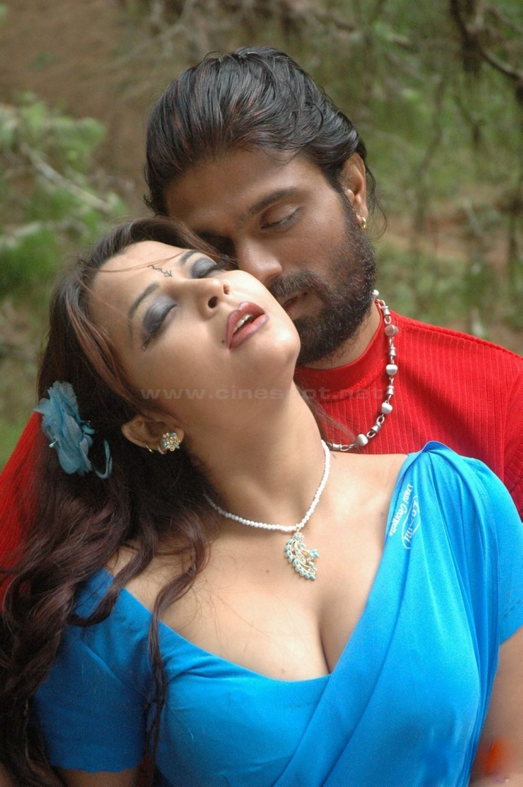 South Indian Sex Bomb Actress Showing Sexy Big Boombs - Hd -2827