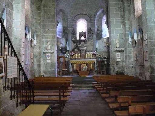 L'intérieur de l'église de Sainte-Marie-des-Chazes