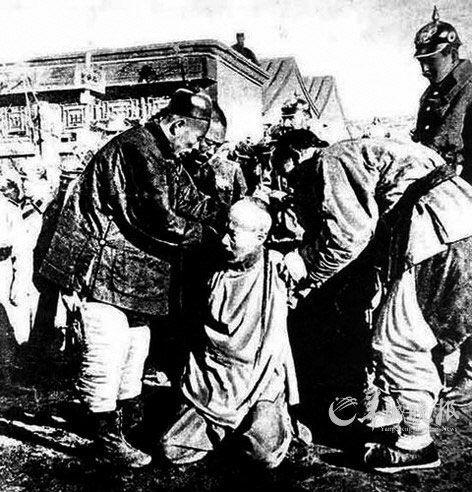 庚子国难:百姓帮八国联军运军粮 官员送锦旗