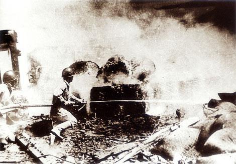 Kết quả hình ảnh cho Vụ chữa cháy Tổng kho xăng dầu Đức Giang