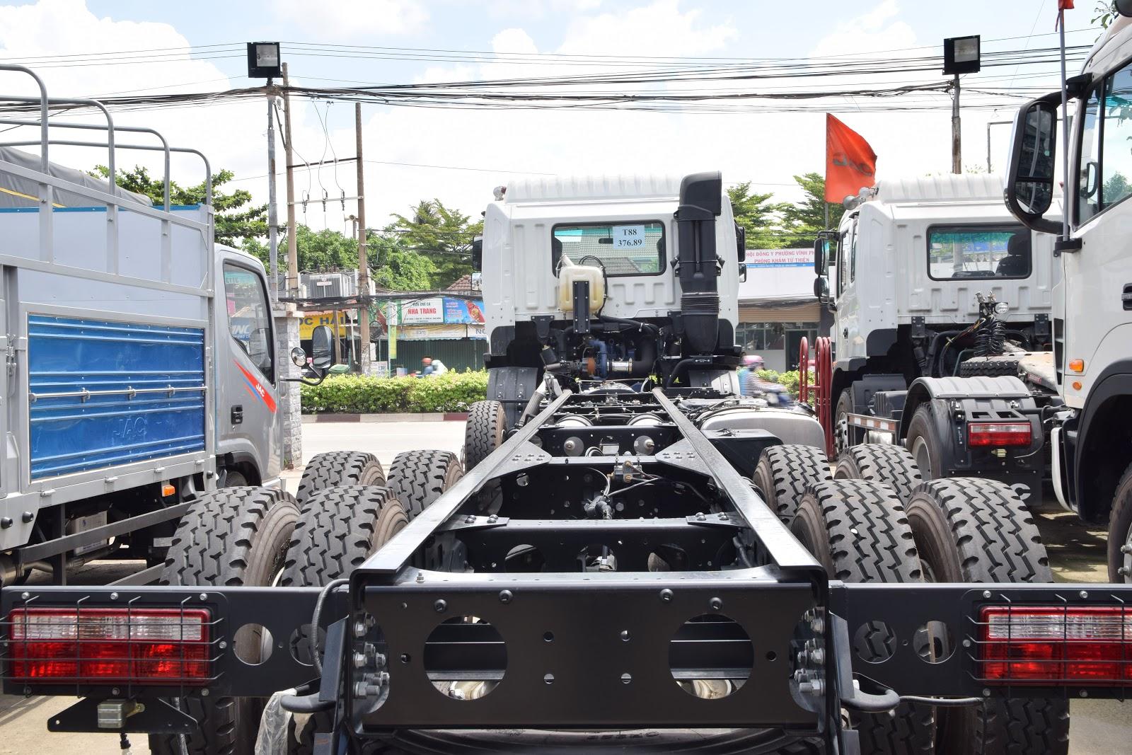 xe-tải-jac-4-chân-gallop (14).jpg