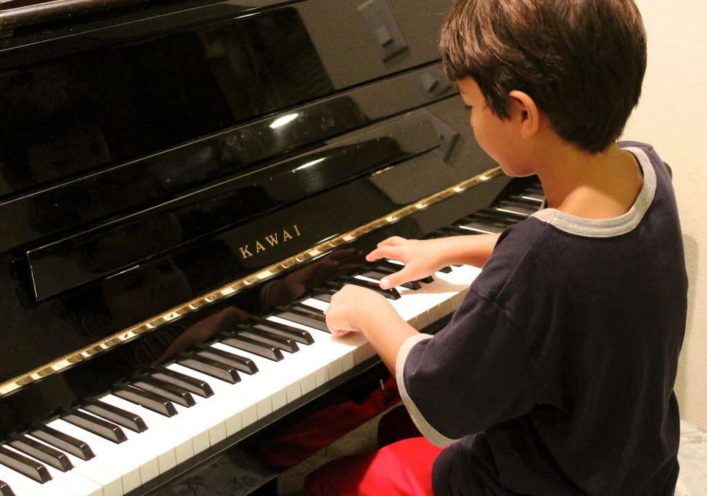 Learn to play piano learn to play piano online