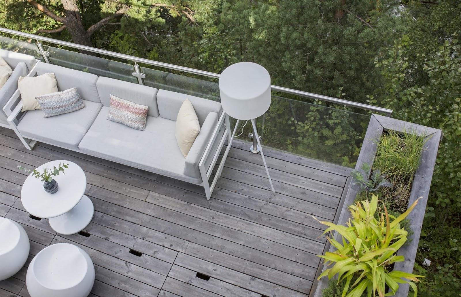 Choisissez la dimension qui convient à votre environnement : En choisissant des lames de terrasse de différentes dimensions, vous pouvez adapter l'aspect de la terrasse à son cadre environnant.