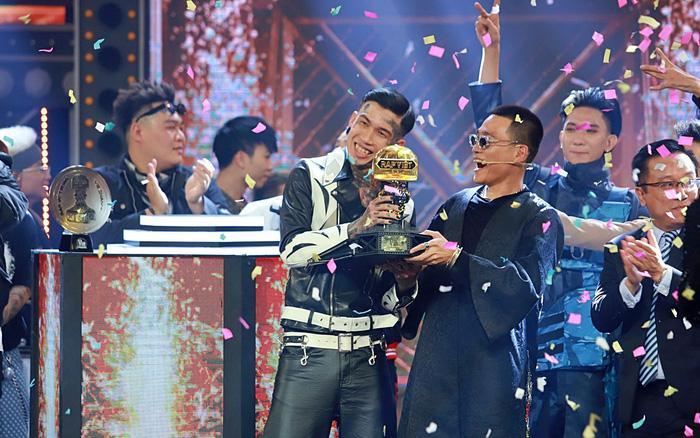 Rap Việt: Vượt mặt G.Ducky, Dế Choắt xuất sắc giành ngôi vị Quán quân -  VNReview Tin mới nhất