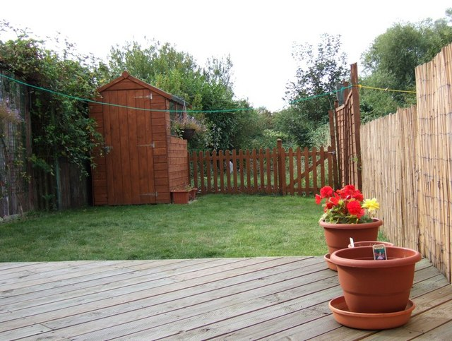 Back_Garden_-_geograph.org.uk_-_819744.jpg