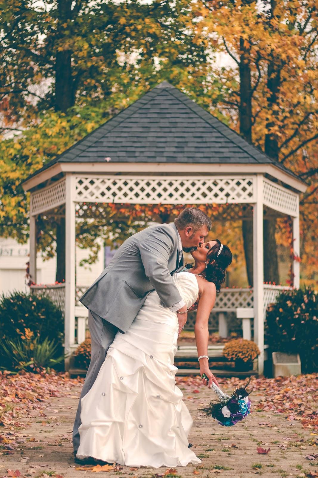 hot wedding trends.jpg