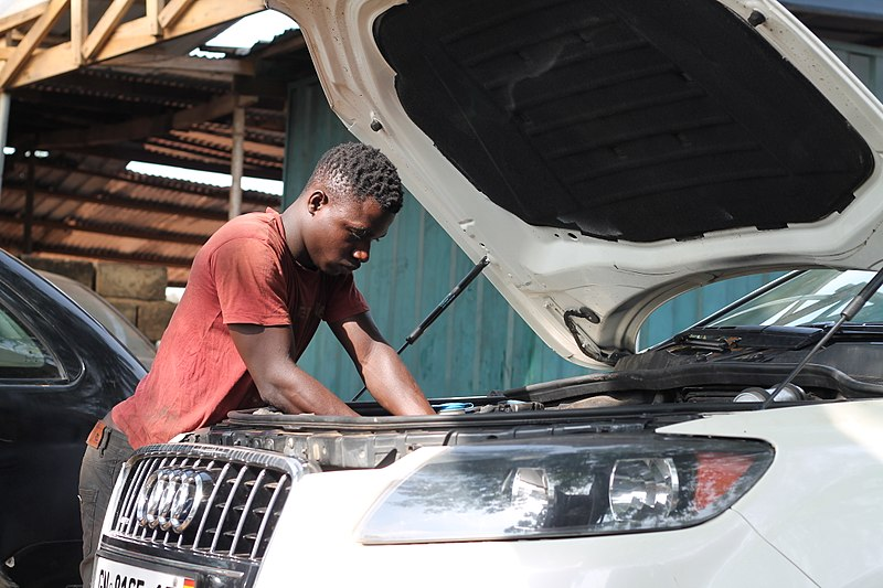 File:A Ghanaian mechanic.jpg