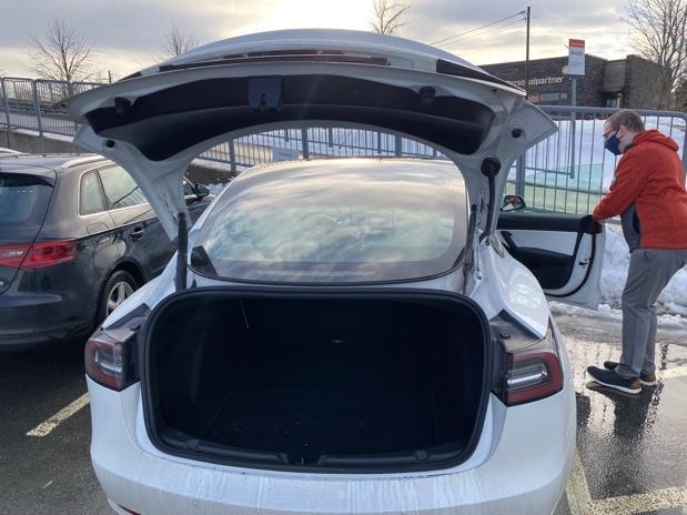 Et bilde som inneholder utendørs, bil, himmel, transport  Automatisk generert beskrivelse