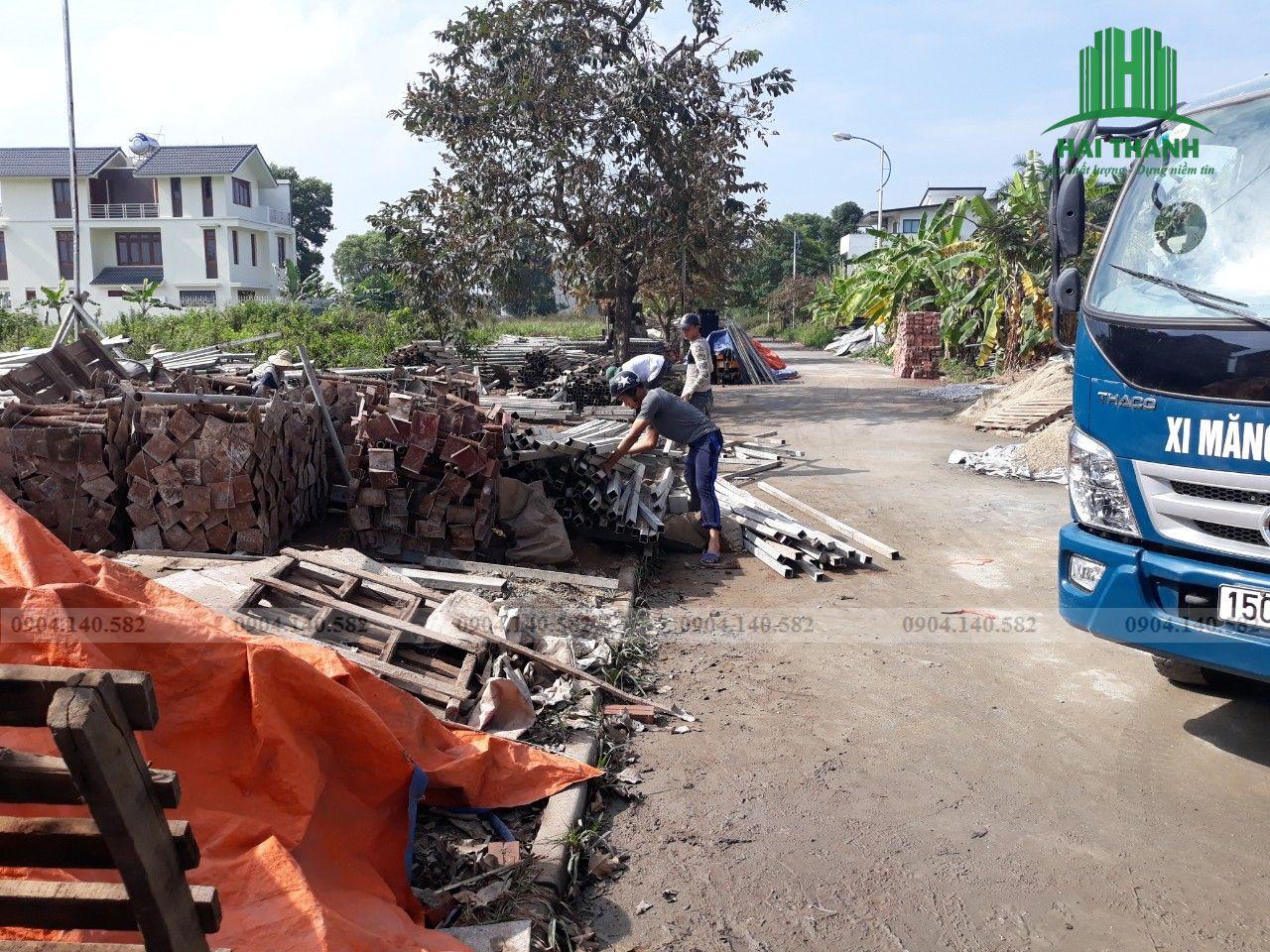 Tập kết nguyên vật liệu chuẩn bị đổ móng nhà KĐT Mê Linh