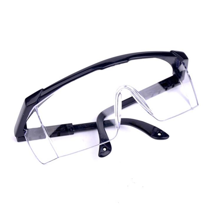 Kính bảo hộ lao động giúp bảo vệ đôi mắt trước các tác nhân từ môi trường hiệu quả