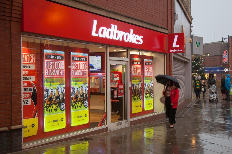Один из пунктов приема ставок Ladbrokes в Великобритании
