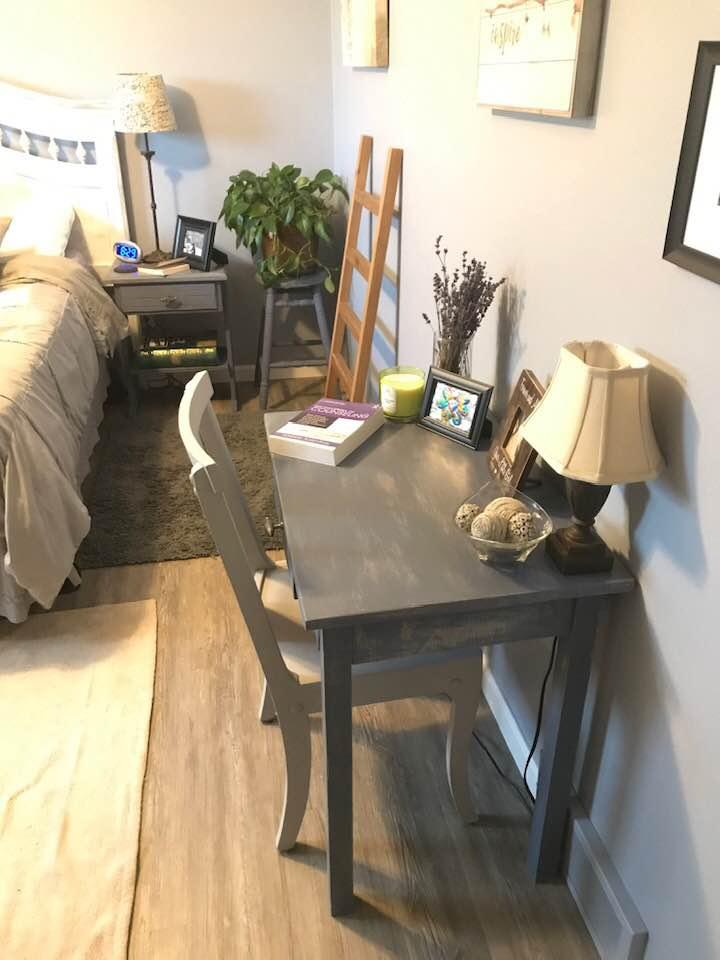 A living room filled with furniture and a table  Description automatically generated